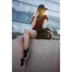 Magdalena Olczak - H&M Leather Bag, Vans Sneakers, H&M Burgundy Shirt, H&M Leather Hat - Burgundy shirt