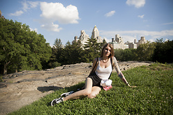 Ashi Monster - Bershka White Crop Top, Tally Weijl High Waist Shorts, Vans Oldskool - Central Park
