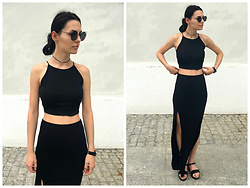Klaudia - Pull And Bear Halter Crop Top, Zara Maci Skirt -  d i v e r g e n t