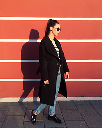 Toma Muznikaitė - H&M Studio Black Oversized Coat, H&M Stripped Sweater, Mustang Blue High Waisted Jeans, Láurel Black Leather Belt, Zara Shoes - School-leaver
