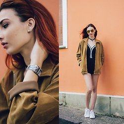 Camila Damásio - I Like Paper Pappwatch, Reebok White Sneaker - Don't waste time