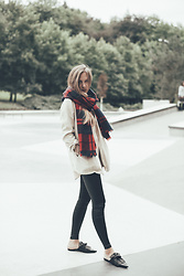 Anna Katina - Other Stories Scarf, Zara Slippers, Calzedonia Leggings - Autumn Look