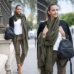 Manuella Lupascu - Jessica Buurman Boots, Shopbop Backpack, Scarf - Ready to travel ♥