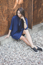 Toma Muznikaitė - Zara Blue Sporty Dress, Slip On Shoes, Calvin Klein Watch - It was sunny in september