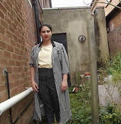 Selina - Vintage Sale Houndstooth Coat, Self Made Gingham Daisy Puff Top, Hell Bunny Polka Dot Capris - You're so vain, you think this coat was bought for you