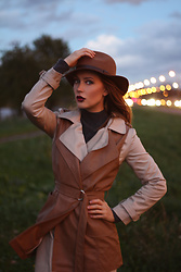 Polina Vanilla - Wool Hat, Kashmere Sweater, Trench - Trench season