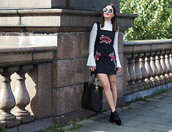 LAFOTKA -  - Embroidered Pinafore