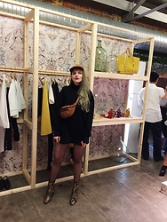 Carla V - Zara Jumper Dress, Vintage Belt Bag, Pull & Bear Hat, Asos Jaquard Boots - My first day at PWF