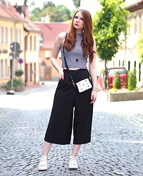 Sarah-M. - Fashion Union Culotte, Mcm Mini Bag, Stan Smith White Sneaker - Culotte and Crop Top
