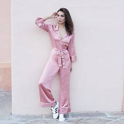Tienlyn . - Superstar Sneakers, Pajama Jumpsuit - PAJAMA DRESSING