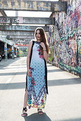 Andrea Funk / andysparkles.de - Smash Maxi Dress, Emu Sandals - Maxi Dress and Boho Vest