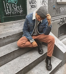 Jelto Witzel - Levi's® Denim Jacket, Cos Pants, H&M Wool Beanie, Dr. Martens Boots - Windy Hamburg