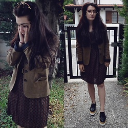 Anna Garavello - Snake Effect Belt, Kiabi Dress, Platform Shoes, Thrifted Jacket, Thrifted Glasses - Fall is here. Burgundy trend