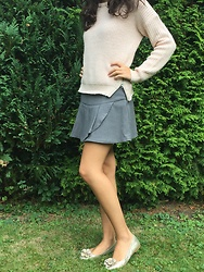 The Deep Style -  - Combining a grey skirt