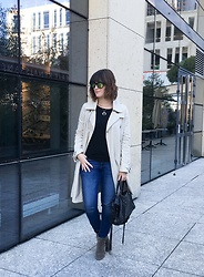 The laid-back girl Léa - Shinywood Sunglasses, Ekyog Trench Coat, Balenciaga City Bag, Isabel Marant Dicker Boots - ShinyWood sunglasses