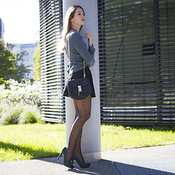 Ina Nuvo - Intimissimi Petrol Knit Pullover, Patrizia Pepe A Lined Mini Skirt, Chloé Drew Bag, H&M Petrol Pumps - Falling for Fall