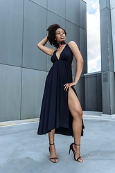 Aicha R. - Nakd Fashion Cross Strap Split Dress - NAVY BABY BLUES