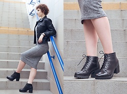 Ewelina Anczewska - Vagabond Boots, Stradivarius Dress, Mango Jacket - Shade of gray