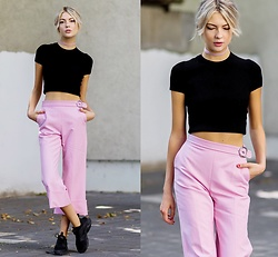 Ebba Zingmark - Max&Co. Tee, Max&Co. Pants, Nike Sneakers, Asos Choker - YOU WOULDEN'T KNOW