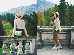 Andreea Birsan - Camel Fedora Hat, Color Block Camel Coat, Camel Trousers, Green Crossbody Bag, Stan Smith White Sneakers - Camel coat: How to wear the trend this fall