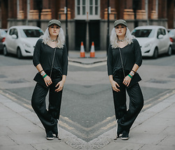 Alex MacEachern - Quiz Kahki Green Military Hat, The City Rack Silver Chain Choker, Forever 21 Grey Three Quarter Sleeve T Shirt, La Senza Black Silky Pj Bottoms, Kswiss Black Leather Look Trainers - You Know Where The City Is