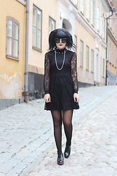 Panda . - Quay Sunglasses, New Look Dress, Zara Shoes - LACE DRESS AND PEARLS
