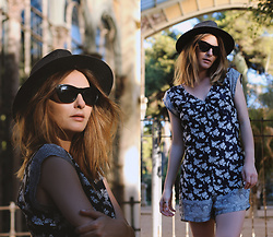 Denisia A. - Girls On Film Floral Playsuit - Barcelona, my love