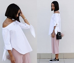 Esther L. - Zaful Leaf Choker, Rosegal Off The Shoulder White Shirt, Romwe Pleated Culotte Trousers, Vans Old Skool, Zaful Metal Ring Bag, Primark Pompom Keychain, Zaful Silver Horn Necklace - DUSTY PINK