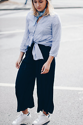 Viviane Lenders - &Otherstories Blouse, Bandana, Mango Culottes, Adidas Stan Smith Sneaker - Knot Game