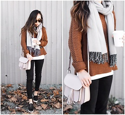 T - H&M Sweater, H&M Scarf, Levi's® Jeans, Camelia Roma Bag, Topshop Shoes - Sweater weather