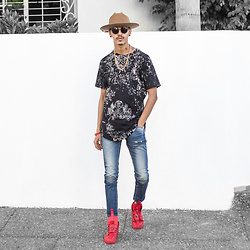 Joseef Tjoe ⚓️ - Dingems Shoes, 8&9 T Shirt, Qpcollection Hat, Repto Pants - MOney Is the power