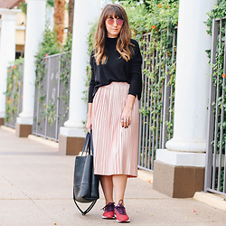 Brielle Patterson - Ray Ban Sunglasses, H&M Long Sleeve Shirt, Topshop Pleated Skirt, Puma Tennis Shoes - Pleated Skirts