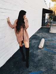 Karen C - Free People Cardigan, Stuart Weitzman Lowland Boot - Sweater Weather // lookstolustfor.com