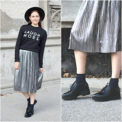 Marijana M - Vipme Metallic Pleated Skirt, H&M Sweatshirt, Officeshoes Black Oxfords, Choies Black Hat - Metallic Pleated skirt