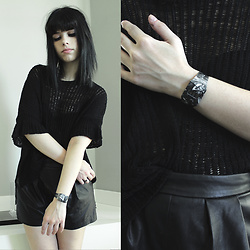 Lidia Zuin - I Like Paper Butterfly Effect Paperwatch, Zara Black Synthetic Leather Shorts - Butterflies in the stomach