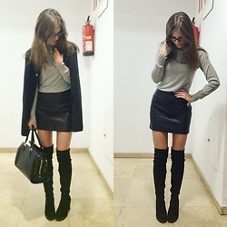 Andrea Ávila - Asos Grey Jumper, Zara Leather Skirt, Marypaz Over The Knee Boots, Parfois Three Zippers Bag - Before all