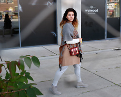 Anna Lorena . - Timberland Boots, Cambridge Satchel Bag - Casual Stroll