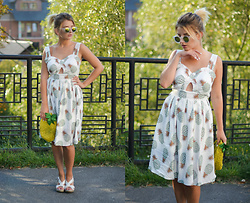 Vlada Kozachyshche - Sammydress Dress, Suite Blanco Bag, Zara Sandals, Sunglasses - Pineapple