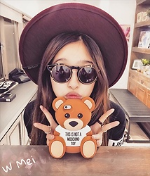 Mei Wakasa - Bowller Fedora Floppy Hat (Burgundy), Gentlemonser Gentlemonster Sunglasses, Moschino Bear Iphone Case, Hba Tee, Chrome Hearts Wave Silver Ring, Tiffany & Co. Platinum Ring - K-Pop Star Style In Daily Life