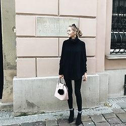 Zuzanna Wlodarz -  - Simple black