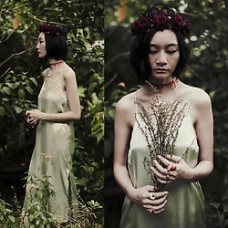 Ren Rong - Dresslily Floral Headband, Dresslily Blood Choker, Dresslily Rabbit Necklace, Mango Slip Dress, Dresslily Stacked Animal Rings - The Queen's Descent
