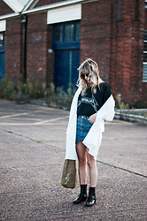 Daniella Robins -  - The Oversized Shirt & Why Mum's Are The Best!