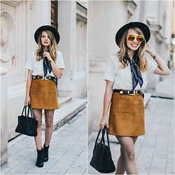 Julie P - Zaful Double Buckle Belt, Zerouv Sunglasses - The camel skirt