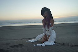 Sera Brand - Delphine Empress Set, Free To Be White Choker Necklace, Lack Of Color Aus Wide Brimmed Hat - Magic of Sunset