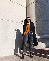 Toma Muznikaitė - H&M Studio 2016 Fall Black Oversize Coat, Lindex Moss Asymmetric Sweater, Old Arizona Vintage Boyfriend Unfinished Jeans, Stradivarius Western Cowboy Boots, Zaful Mirrored Round Sunglasses - Keep your face always toward the sunshine