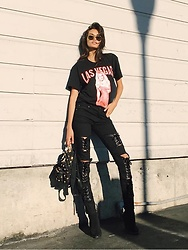 Gizele Oliveira - Moschino Backpack, Jeffrey Campbell Shoes Boots, Tripp Nyc Pants - Las Vegas