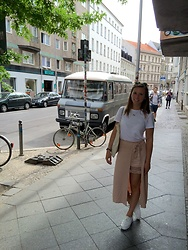 Chantal H. - Zara Skirt, Ray Ban Sunglasses - Beautiful Berlin