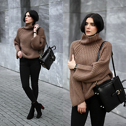 CLAUDIA Holynights - Vipme Chunky Knit Sweater, Vipme Backpack, Vipme Sweater, Locman Watch, Shuzee Tortoise Heel Boots - Knit
