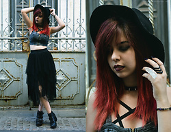 Verónica MG - Zara Witchy Midi Skirt, The Rogue And Wolf Chase Ring, Bershka Bralette, Primark Chunky Boots, Nyx Transylvania Lip Cream - Witch || Fashion Film