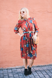 Taylor Reese - Zaful Floral Pleated Dress, Zaful Double Buckle Belt, Zaful Chain Ring Bag - Fall Festival + Zaful